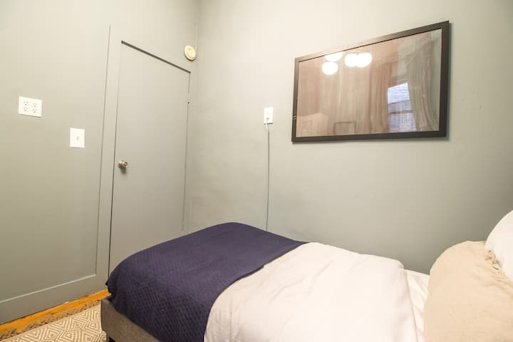 Cozy Room to Move in West Village Location