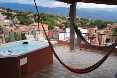 Cómodo, Hermosa vista, jacuzzi, terraza y hamacas.