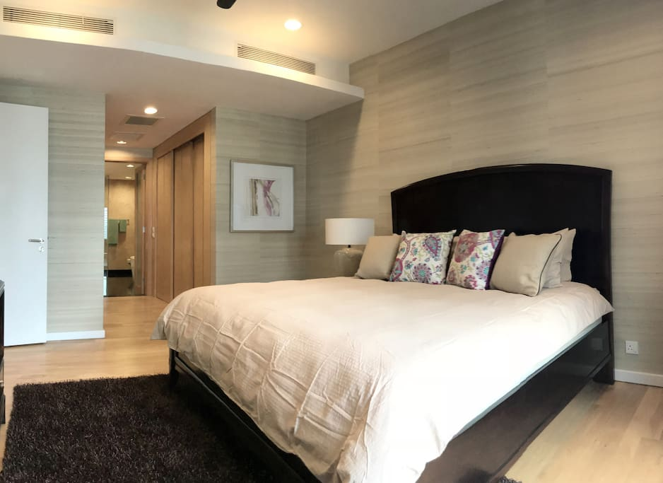 The master bedroom with a king sized bed & plush pillows. (LEVEL 1)