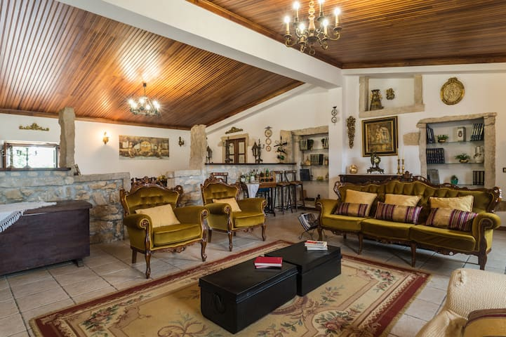 Rustic country house with barbecue (40min Coimbra)