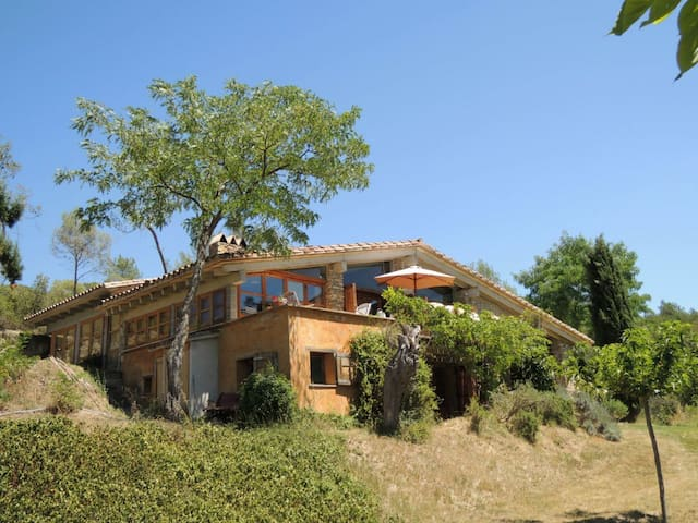 65m2 studio with private seating and wood stove - Serinyà