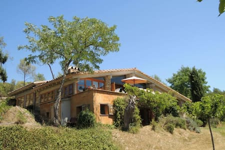 65m2 studio with private seating and wood stove - Serinyà - Bed & Breakfast