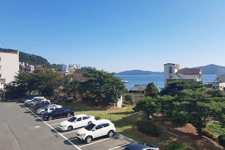 """아름다운 해변의 덕포 해수욕장 & """"OCEAN VIEW 가 있는 HOUSE"""""""