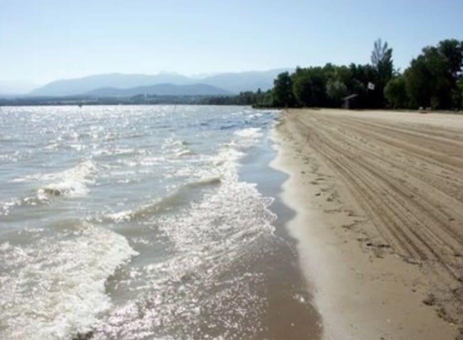 A 200m de l'unique plage de sable du lac Léman, paradis des enfants