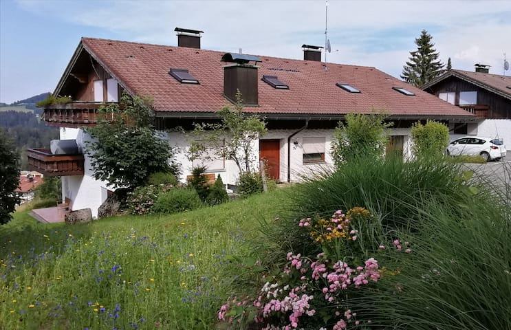 Wohnung links - seitliche Terrasse