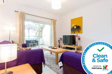 Clean & Safe apartment with AC, terraces and pool