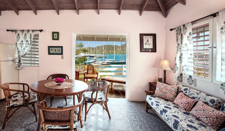 Fantastic Studio with Sea Views of Falmouth A1