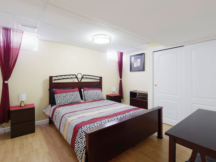 Comfortable Lower Level Unit – Hand In Home