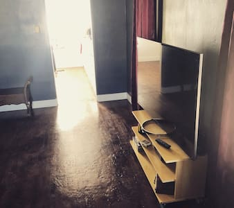 ⭐️ Entire House Downtown 2 BR Wood Floors Keurig ☕️
