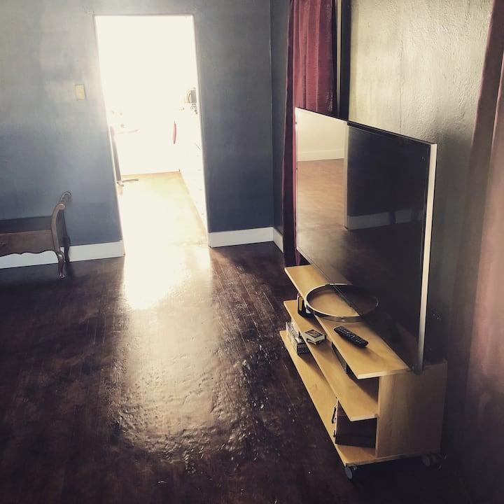 ⭐️ Entire House Downtown 2 BR Wood Floors Keurig ☕️