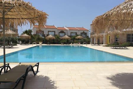 Grapevines Crete - Makry Gialos