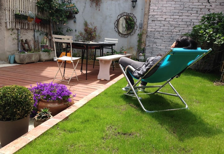 Nice Fisher house. Sunny garden.