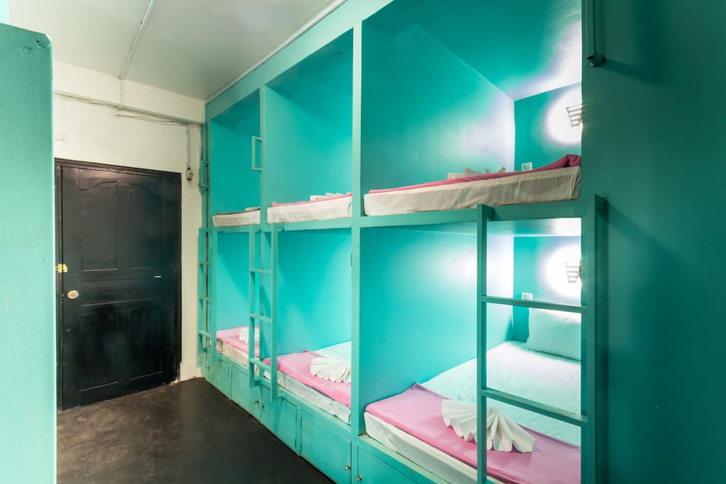 10 beds dormitory with capsule style