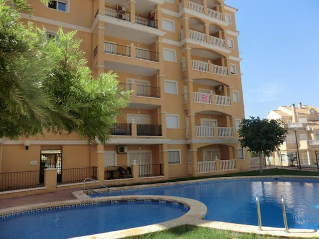 Cómodo Apartamento en Torrevieja+Wifi+Piscina
