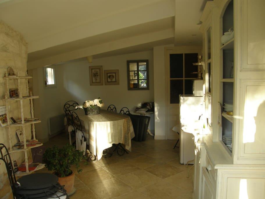 pr s des baux de provence maison d 39 h tes charme. Black Bedroom Furniture Sets. Home Design Ideas