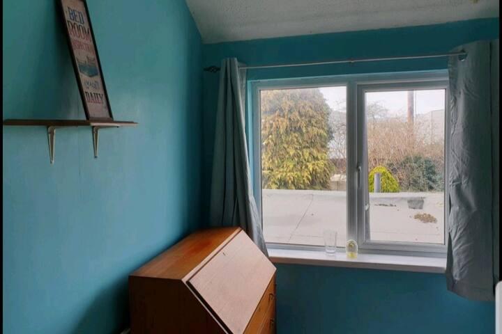Bright sunny southampton room