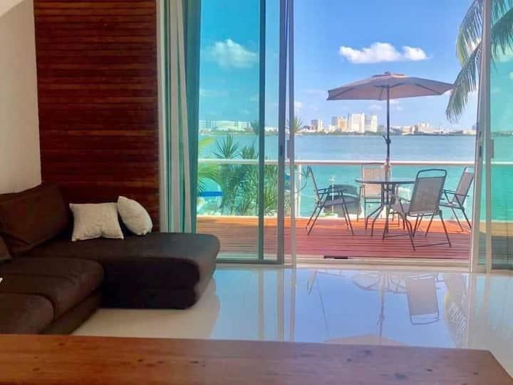 Hermosa casa enfrente laguna en Cancún