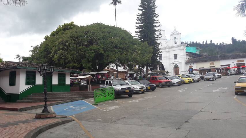 Linda casa en el Retiro Antioquia 6 personas