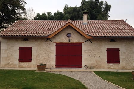 Charming home between St Emilion & Bergerac - La Roquille - 小平房