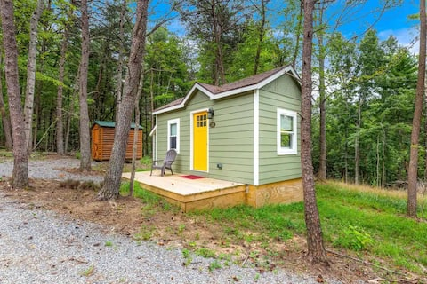"""Weekend """"Wee""""treat - Floyd County Tiny House"""
