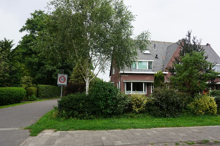 Four bedroom 1930's house with big garden