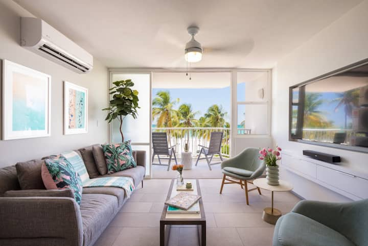 Solis Beach Flat | Right on the Beach | Ocean Views & Pool