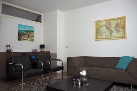 Complete apartment, free parking. - Delft - Byt