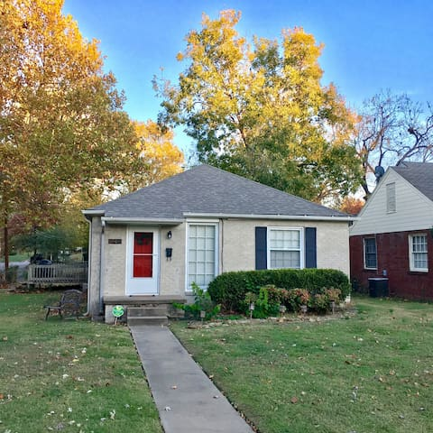 Bungalow by Expo & Cherry Street. - Tulsa - House