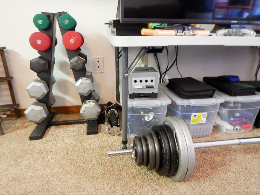 A small gym to get a solid pump