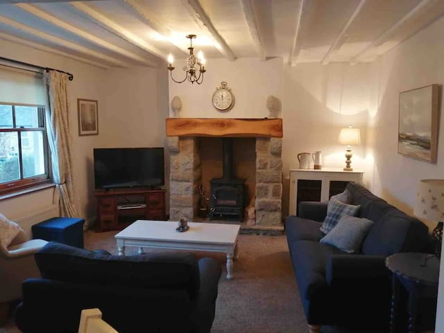 Holiday cottage apartment above Eyam Tea Rooms