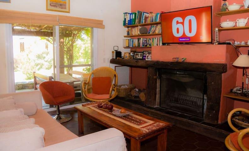 Sala de estar con fibra optica wi-fi, DirecTv, Netflix, Youtube, etc.