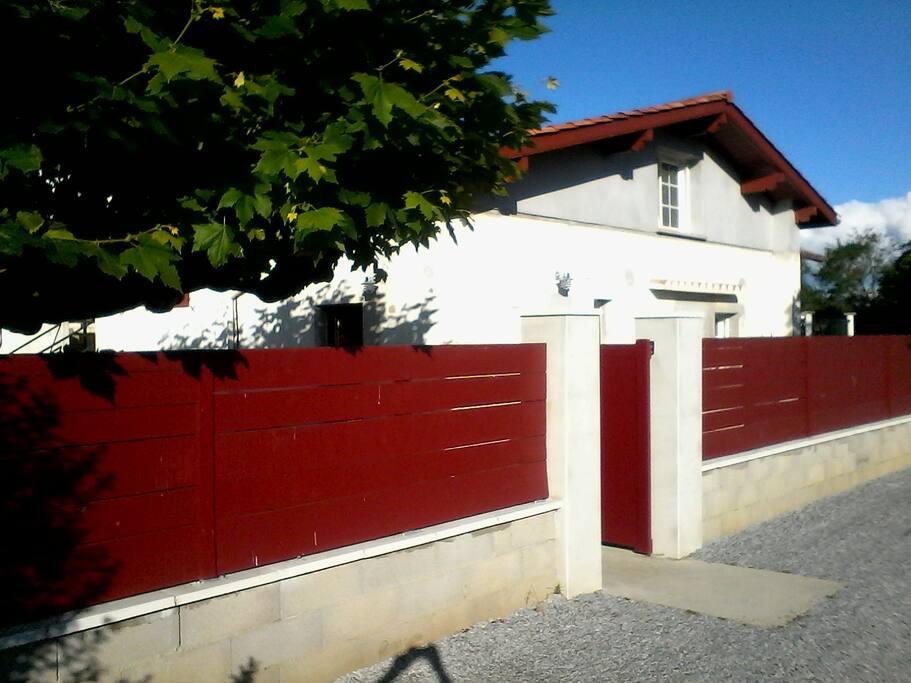 Petit delage avec jardin priv r nov apartments for for Au petit jardin proven