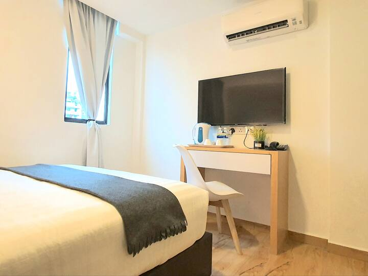 Malacca | Melaka Raya Deluxe Queen Bedroom [2 Pax]