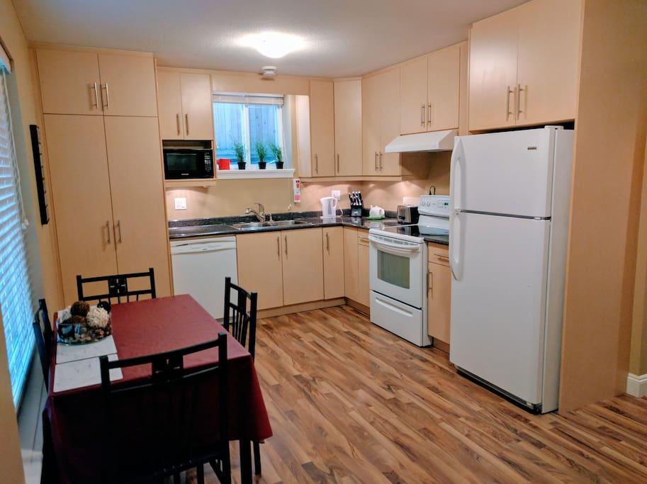 Kitchen, Washer/Dryer in Cabinet on left