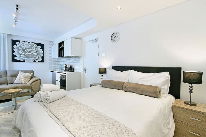 Tuynhuys Apartment in heart of Cape Town CBD