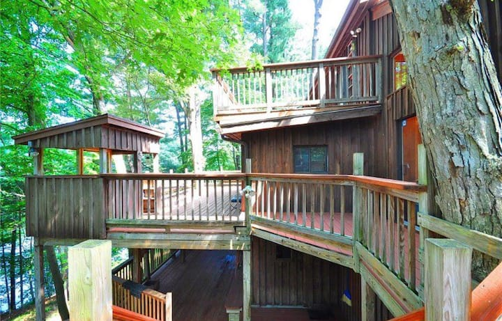 Lake House in the Trees -entire house. 3 bedrooms!