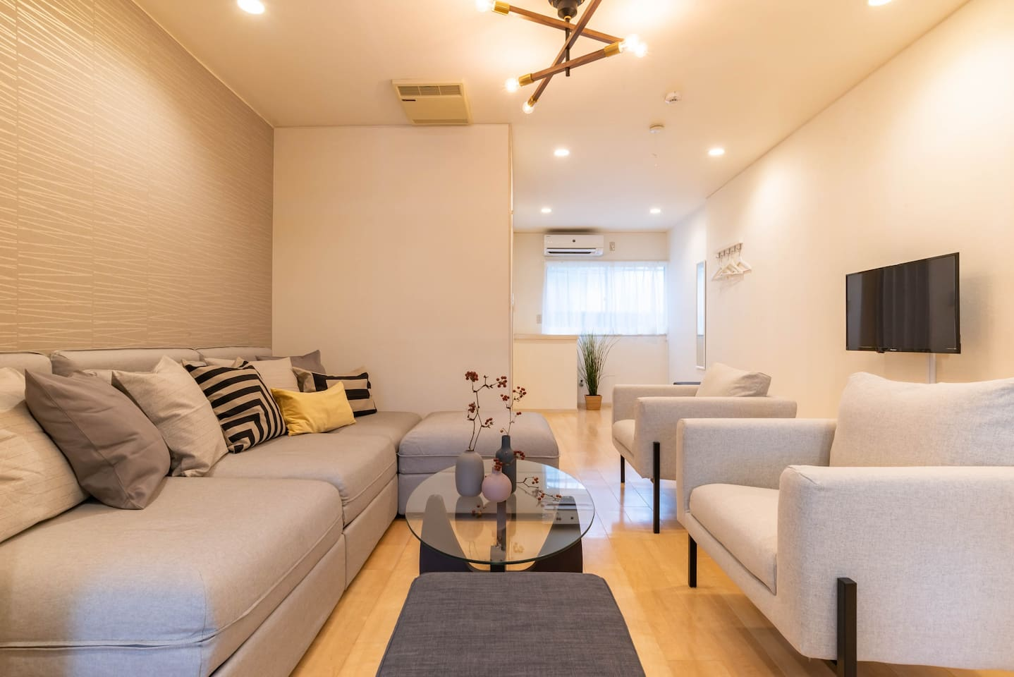 1F: Relaxing living room with a large sofa.