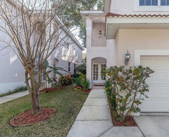 Great town home in the best neighborhood in Tampa!