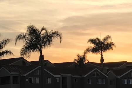 Aloha!  Quiet and comfy 1 bedroom close to beach! - 코스타 메사(Costa Mesa)