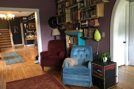 Quaint room in Waterbury Village - Waterbury - House