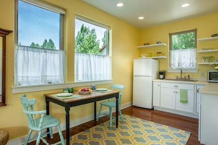 In-Town Mountain Studio - Ridgway - Apartment