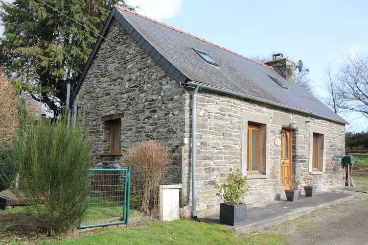 Roscoat, Daisie, charming cottage in Brittany