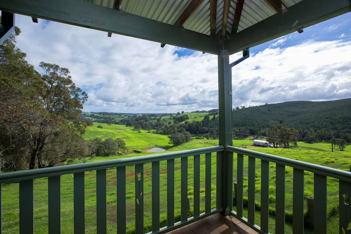 Ferguson Valley Home Among The Gum Trees