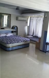 Spacious 4 Sharing Room For Boys - Мумбаи
