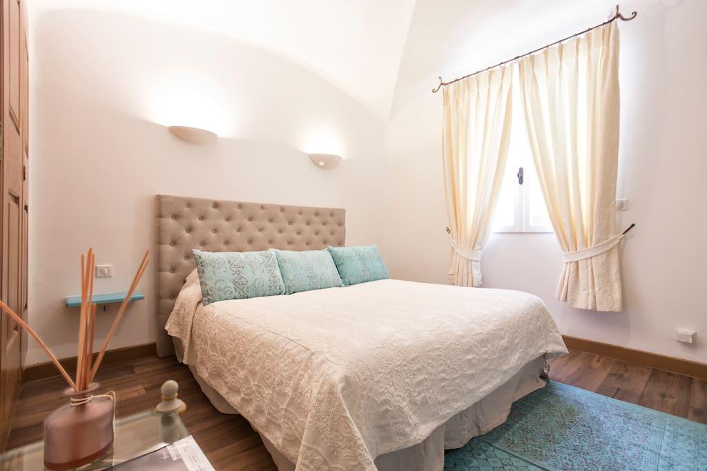 chambre c t jardin en b b 600 m de la plage guest houses louer bonifacio corse france. Black Bedroom Furniture Sets. Home Design Ideas