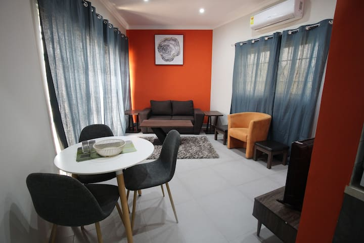 Labone Accra 1 BR Unit with Parking + Free WIFI!
