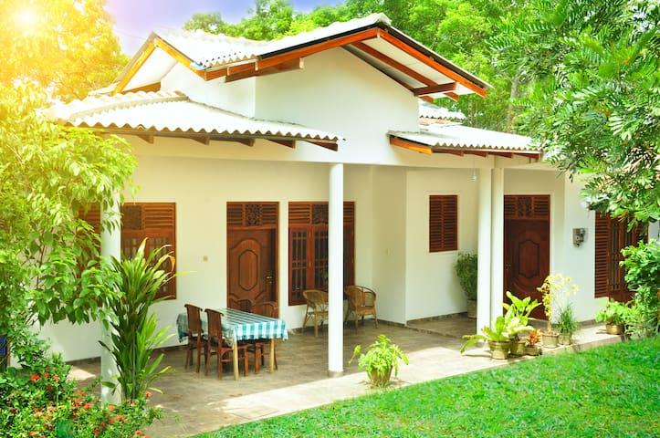 Randu Homestay & Restaurant - Tangalle - Casa