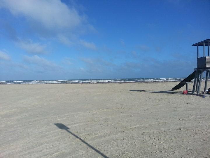 Ocean front, baby!!!!! 3 bed 2 bath sleeps 10