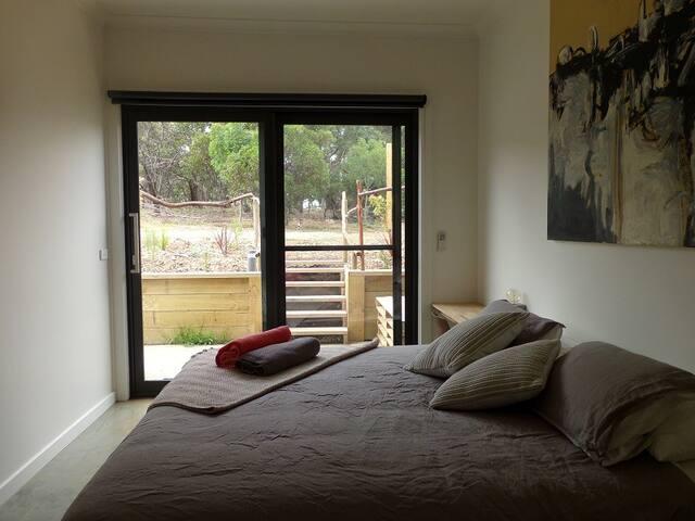 Room 4-Deluxe King - Wallington