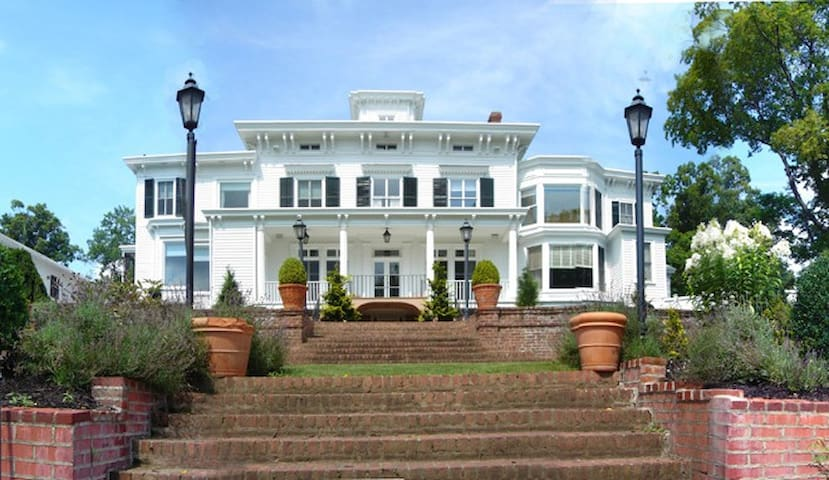 Pretty Penny, an Italianate Mansion - Nyack - Haus